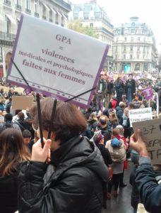 Membre CIAMS avec pancarte contre GPA marche du 23 11 2019